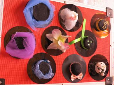 Quale cappello indosso  Istruzioni per fare i cappelli delle bambole. Cosa  mi occorre  Un disco di ... a3e381598bb8